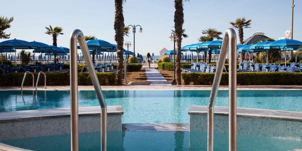 Hotel jesolo 4 stelle fronte mare regent 39 s hotel veneto - Hotel jesolo con piscina fronte mare ...