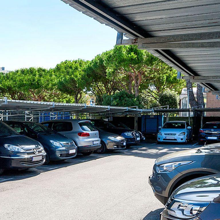 Parking area Regent's Hotel
